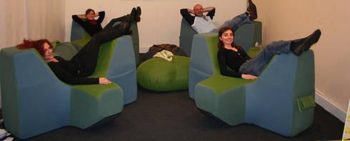margaretae sofa: Soggiorno in stile  di Central Unit Design