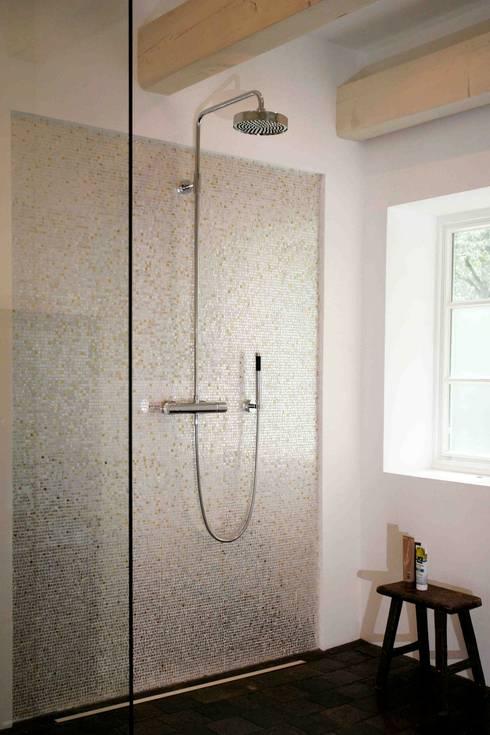 Architektur- und Innenarchitekturbüro Bernd Lietzkeが手掛けた浴室