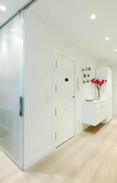 Couloir et hall d'entrée de style  par SERVICONS S.L.