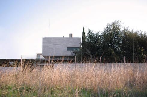 Casa Doppia: Case in stile in stile Moderno di iodicearchitetti