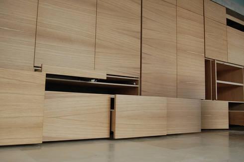 Casa Doppia: Soggiorno in stile in stile Moderno di iodicearchitetti