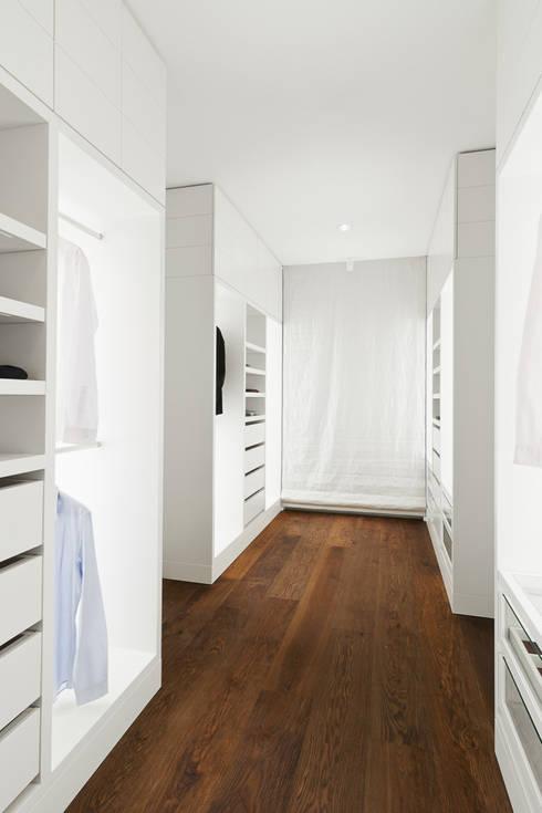 begehbare ankleide von die m bel manufaktur homify. Black Bedroom Furniture Sets. Home Design Ideas