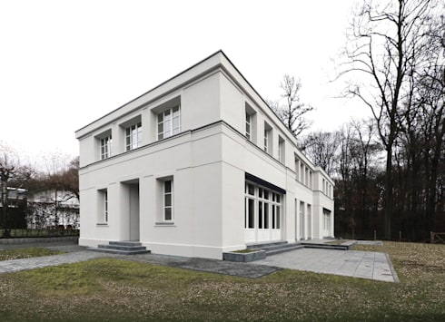 mut zur symmetrie klassisches wohnhaus am waldrand von cg vogel architekten homify. Black Bedroom Furniture Sets. Home Design Ideas