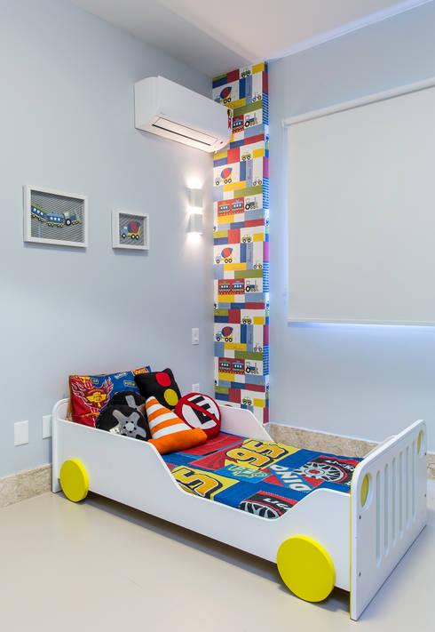 Quarto menino: Quarto infantil  por Milla Holtz Arquitetura