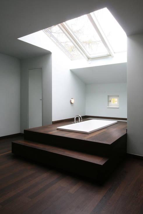 Bathroom by CG VOGEL ARCHITEKTEN