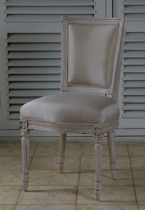 Colección II  Chair and sofa: Comedor de estilo  de The best houses