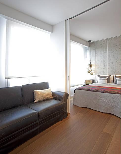 Ático en Valencia: Dormitorios de estilo moderno de Laura Yerpes Estudio de Interiorismo