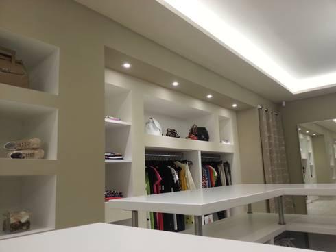 Boutique abbigliamento (2014): Negozi & Locali commerciali in stile  di Studio Pierpaolo Perazzetti