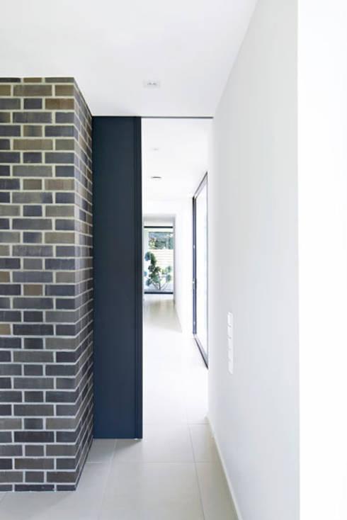 Wabenpaneel-Schiebetür WP00:  Fenster & Tür von KUHN GmbH