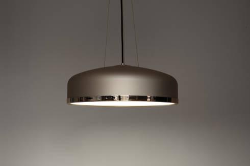 Cooper: Salones de estilo industrial de Luz Difusion