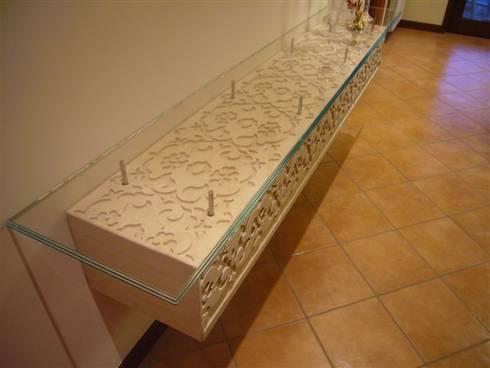 Complementi di arredo: Ingresso, Corridoio & Scale in stile in stile Mediterraneo di decor srl