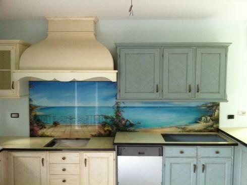 La cucina: Ingresso, Corridoio & Scale in stile in stile Rustico di cerasella italia srl