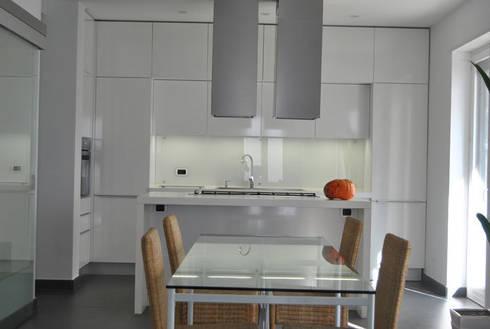 Appartamento Lecce: Cucina in stile in stile Moderno di sebastiano canzano architetto