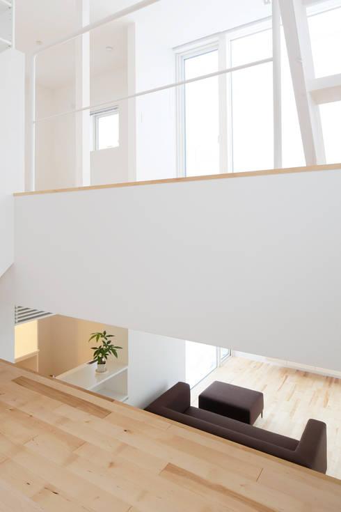 春光の家: 一色玲児 建築設計事務所 / ISSHIKI REIJI ARCHITECTSが手掛けた和室です。