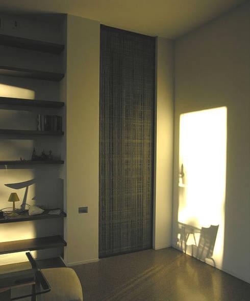Casa PaoBuc: Soggiorno in stile in stile Moderno di lauro ghedini & partners _ architecture.design   studio