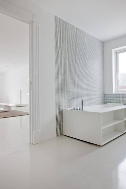 Baño - The White House: Baños de estilo moderno de Bernadó Luxury Houses