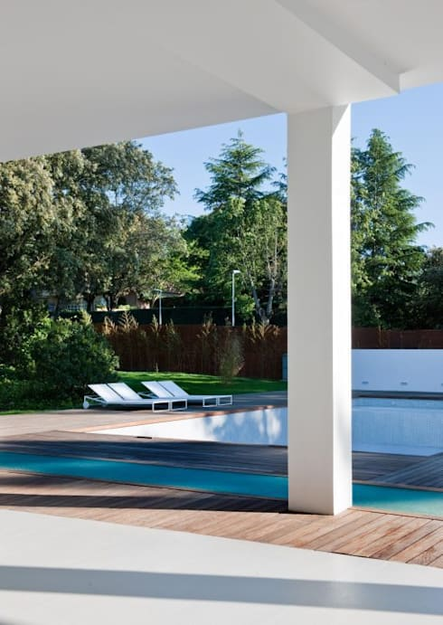 THE WHITE HOUSE LA MORALEJA: Terrazas de estilo  de Bernadó Luxury Houses