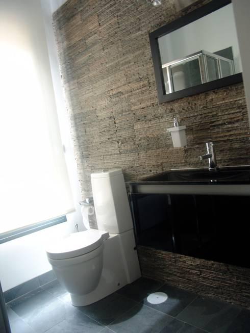 Residencia Privada: Baños de estilo  de I AM Home