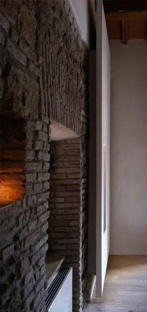 em_house : Soggiorno in stile in stile Rustico di maurizio pappalardo romina fava