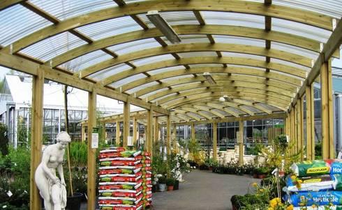 Glulam Walkway:  Garden by EcoCurves - Bespoke Glulam Timber Arches