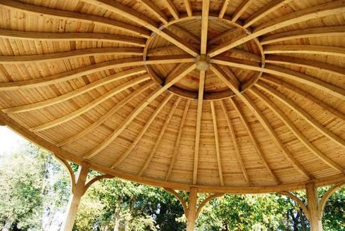 Marrakech Shelter:  Garden by EcoCurves - Bespoke Glulam Timber Arches