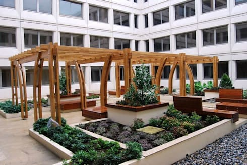 Monaco Walkway:  Garden by EcoCurves - Bespoke Glulam Timber Arches