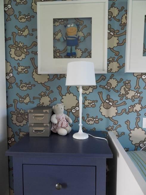UN HOGAR PARA VIVIR: Dormitorios de estilo moderno de Ismael Blázquez | MTDI ARQUITECTURA E INTERIORISMO