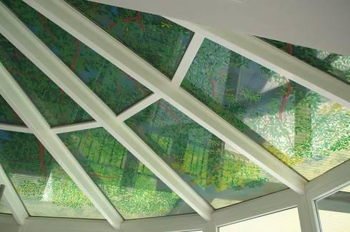 Soffitto dipinto su vetro:  in stile  di Marilena Pilla