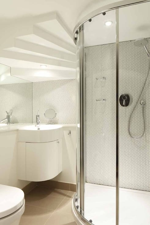 Chalcot Crescent:  Bathroom by Living in Space