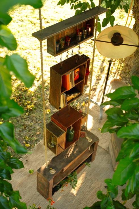 Key Box: Soggiorno in stile in stile Rustico di Reverse