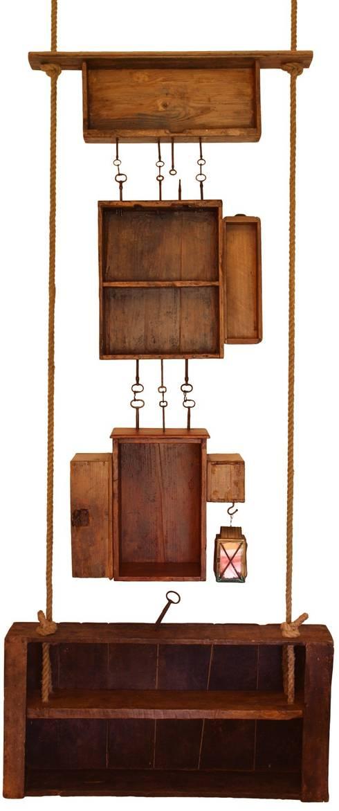 Key-Box: Soggiorno in stile in stile Rustico di Reverse