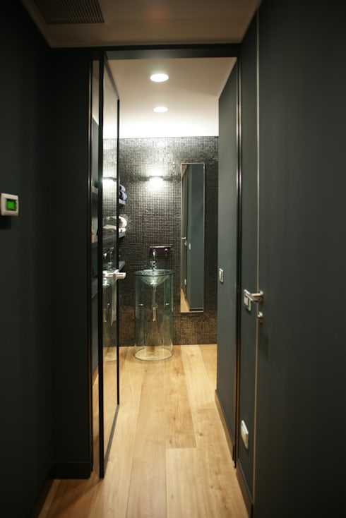 Home in Milano: Bagno in stile in stile Moderno di architetto