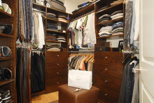 Palma de Malljorca (Home): modern Dressing room by Lewis & Co