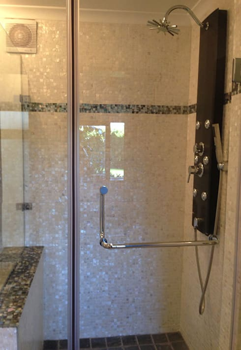 Pure white freshwater and black lip mother of pearl mosaics: modern Bathroom by ShellShock Designs