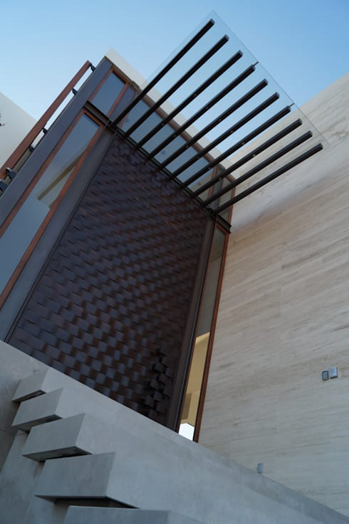 Detalle: Casas de estilo moderno por Metrik Studio