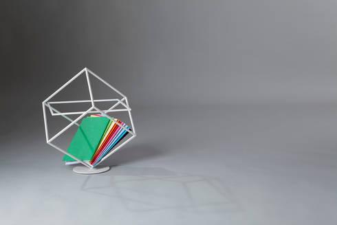 Who's next: Soggiorno in stile in stile Scandinavo di Officina Art&Craft