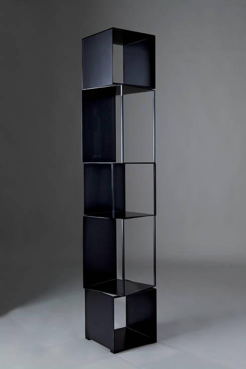 JOKER: Soggiorno in stile in stile Scandinavo di Officina Art&Craft