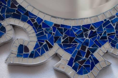 NEW ZEALAND MIRROR: Paredes y suelos de estilo clásico de Martin Brown Mosaics