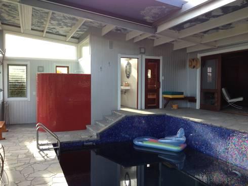 NEW ZEALAND MIRROR: Piscinas de estilo mediterráneo de Martin Brown Mosaics