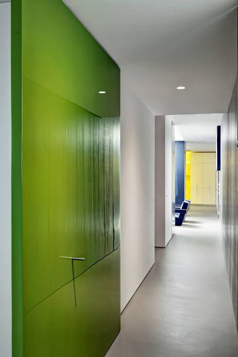 Casa Nervi: Ingresso & Corridoio in stile  di Buratti + Battiston Architects