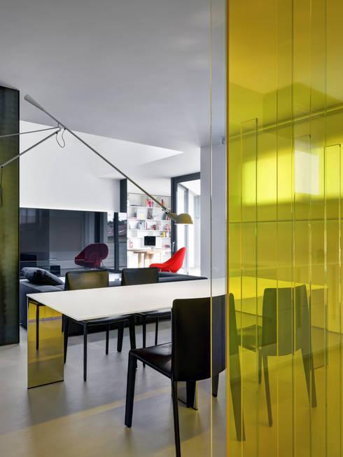 Casa Nervi: Sala da pranzo in stile  di Buratti + Battiston Architects