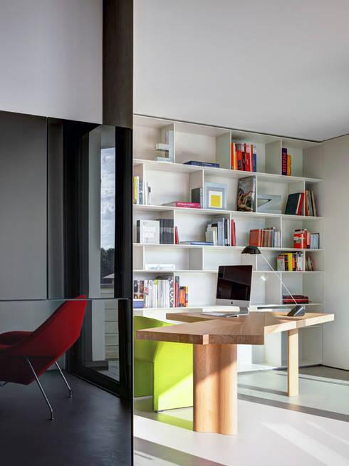 Casa Nervi: Studio in stile  di Buratti + Battiston Architects