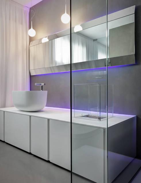 Casa Nervi: Bagno in stile  di Buratti + Battiston Architects