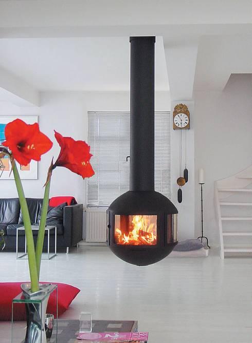 Agorafocus 630 Suspended Fire: modern Living room by Diligence International Ltd