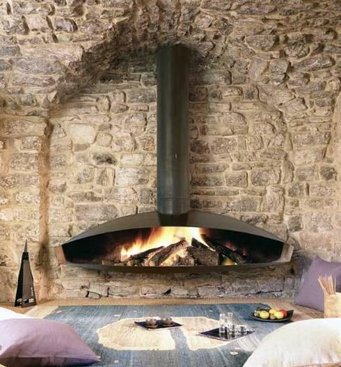 Antefocus Wall Mounted Fire: modern Living room by Diligence International Ltd