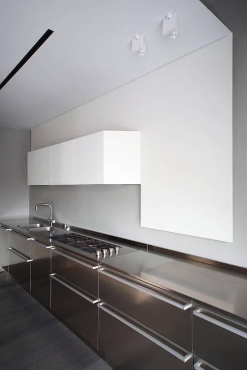 Uno Sguardo (In)discreto : Cucina in stile  di Marcante-Testa