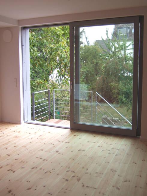 zymara und loitzenbauer architekten bda: modern tarz Oturma Odası