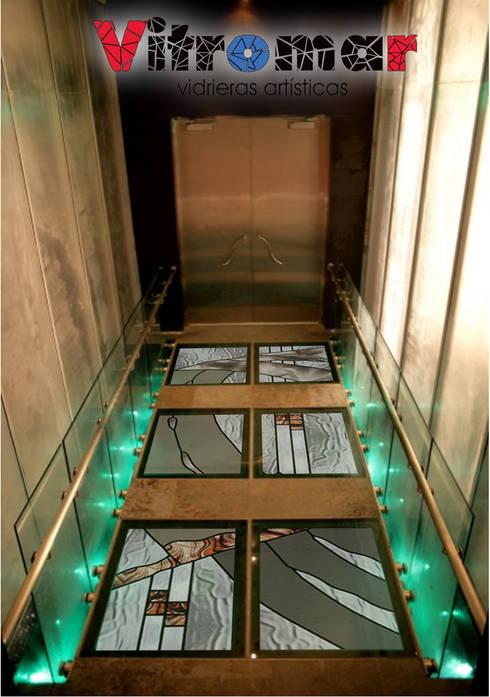 Suelo transitable industrial: Puertas y ventanas de estilo  de Vitromar Vidrieras Artísticas