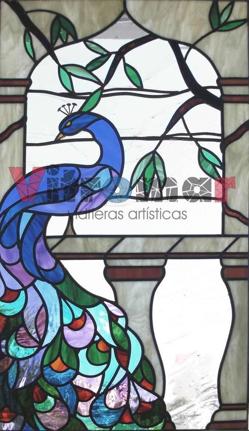 Ventana pavo real:  de estilo  de Vitromar Vidrieras Artísticas