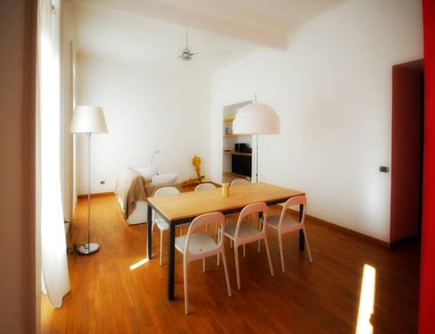 Fotografie di un appartamento privato in Roma: Sala da pranzo in stile in stile Moderno di LuVi ph